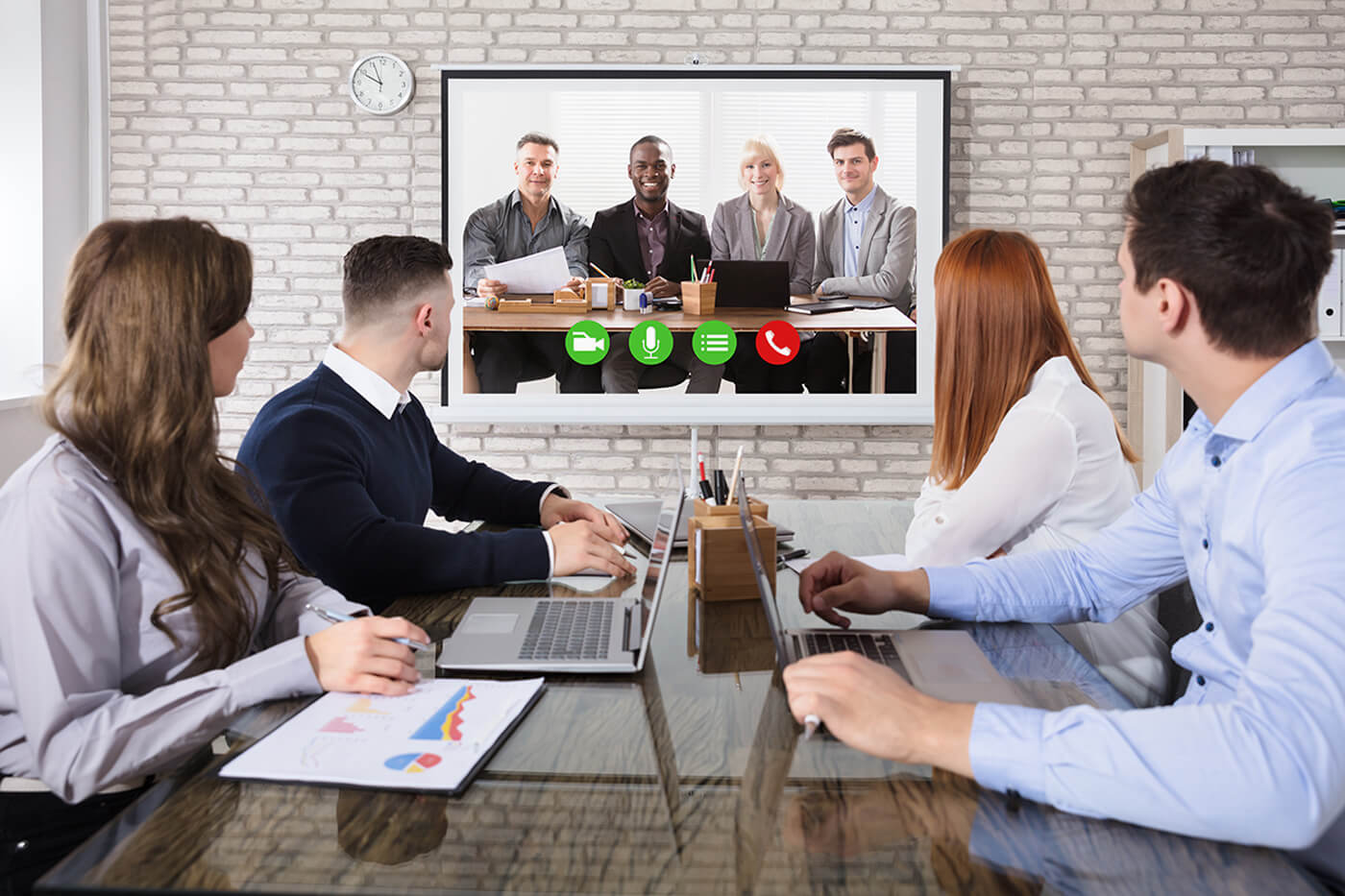 Should You Hold Meetings Face to Face or Online